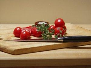 tomatoes, thmye and salt