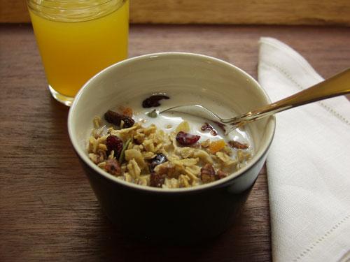 homemade-granola-in-bowl