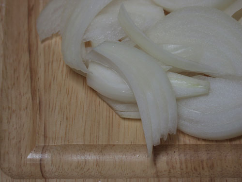 yellow-onions-julienned